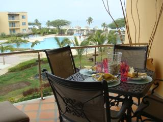 Start your day with breakfast on the balcony with a gorgeous ocean view!