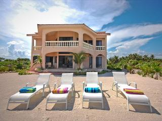 Beautiful 4 bedroom beachfront home with pool on Tankah Bay., Tulum
