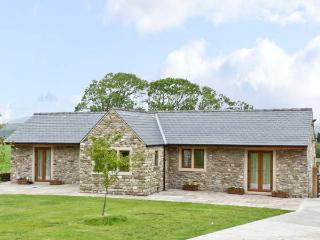 ROUTSTER COTTAGE, family friendly, luxury holiday cottage, with a garden in Settle, Ref 8393