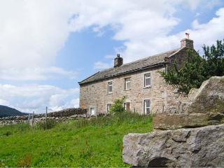 HIGH SMARBER, family friendly, country holiday cottage, with a garden in Low Row Near Reeth, Ref 8823