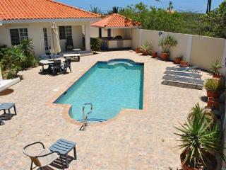 Amazing 4 bedrm Villa + Pool close to Arashi Beach, Noord