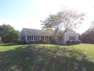 #7126 Tastefully furnished with two gathering areas, Edgartown