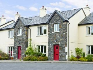 BROOKSIDE, pet friendly, country holiday cottage, with a garden in Bantry, County Cork, Ref 8611 - Bantry vacation rentals