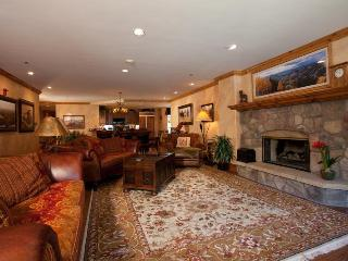 4/4 Ski-in/Ski-Out! Ice Rink! Center of Village, Beaver Creek