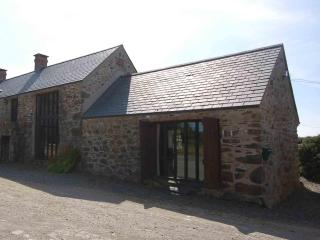 The Barn Spacious Cottage for Couples Nr St Davids, Trefin