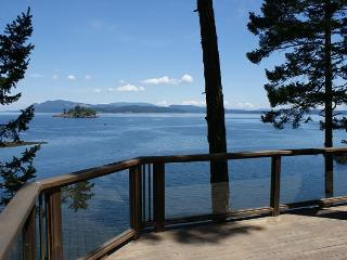 Waterfront Privacy with 3 Homes Totaling 7 Bedrooms and 6 Bathrooms!, Friday Harbor