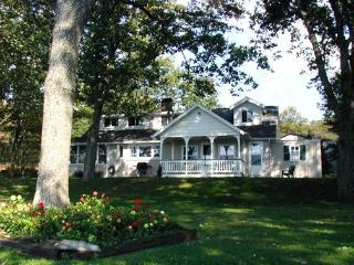 Charming Lakefront Cottage, White Haven