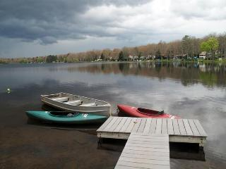 Private Dock with 2 Kayaks and Rowboat