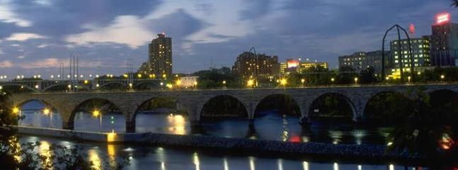 Stone Arch pedestrian bridge across Mighty Mississippi, 2 miles (40 minute walk) away
