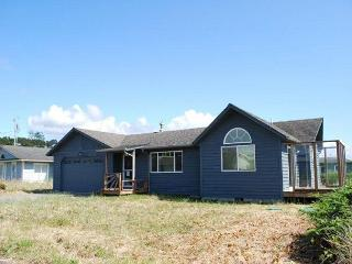 Almost brand new, close to beach access, Waldport