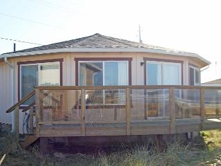 Browne House--R212 Waldport Oregon Ocean Front vacation rental.