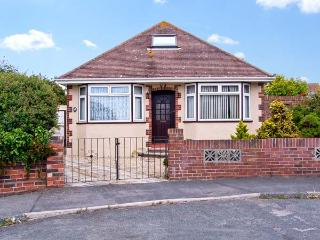 SUNNY GARDENS, pet friendly, with a garden in Weymouth, Ref 7688