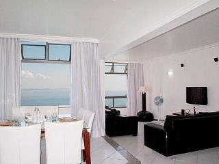Air-Conditioned Bayfront Condo On Carnaval Route!, Salvador