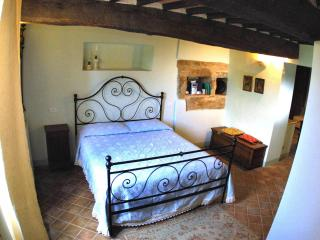 2 Bedroom Vacation Apartment with Antique Charm, Pienza