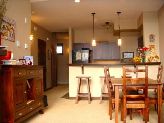 SKI IN / SKI OUT - Sun Peaks Condo Accommodation
