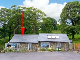 ARENIG, pet friendly, character holiday cottage, with a garden in Bala, Ref 9245