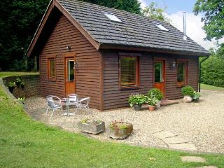 THE COTTAGE, pet friendly, country holiday cottage, with a garden in Culverstone Green, Ref 6259, Gravesend