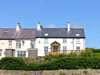 HEN GRAIG, pet friendly, luxury holiday cottage, with a garden in Bull Bay, Isle Of Anglesey, Ref 8696 - Island of Anglesey vacation rentals