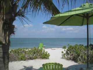 Caper Beach Cottage Just Right for 2; Kayaks Bikes, Captiva Island