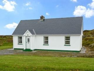 LULLY MORE COTTAGE, pet friendly, character holiday cottage, with a garden in Cruit Island, County Donegal, Ref 4686, Kincasslagh