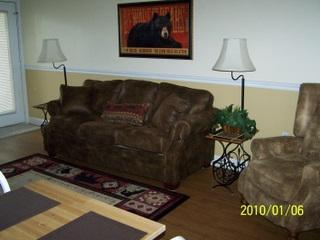 Cozy Living/Dining with Gas Fireplace - Gatlinburg Chateau- 2 Bedroom Condo (104) - Gatlinburg - rentals