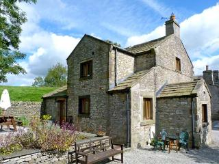 THE COACH HOUSE, family friendly, character holiday cottage, with a garden in Giggleswick, Ref 9165