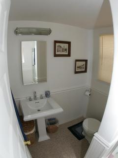 bathroom / w/ tub and shower