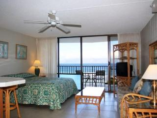 Beachfront Studio Condo  with stuning ocean views, Lahaina