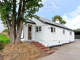 PEN Y BRYN COTTAGE, pet friendly, country holiday cottage, with open fire in Bodfari Near Denbigh, Ref 5342