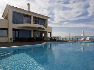 Grace, a luxury seafront villa with sunset views, Acrotiri