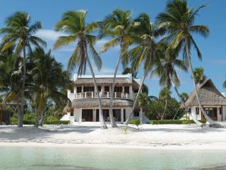 Secluded Luxury Villa with Wide Private Beachfront, Mahahual