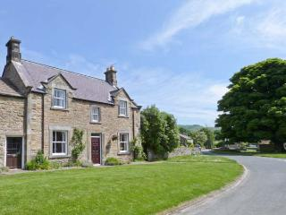 SOUTH VIEW, pet friendly, country holiday cottage, with a garden in Redmire, Ref 8835