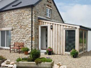 Y CWTCH, pet friendly, luxury holiday cottage, with a garden in Newport, Pembrokeshire, Ref 6164