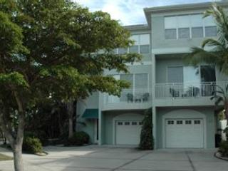 2+ Bedroom Near Beach,sleeps 6, luxury condo, Siesta Key