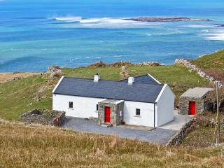 RUSSELL FAMILY COTTAGE, pet friendly, with a garden in Doolin, County Clare, Ref 8338 - Doolin vacation rentals