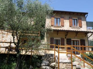 Romantic House in Valpolicella: Between Art & Wine, Verona