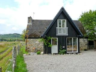 INSHCRAIG, family friendly, country holiday cottage, with a garden in Kincraig, Ref 10386