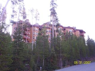 Luxury Skycrest Mountain Village Condominium, Big Sky