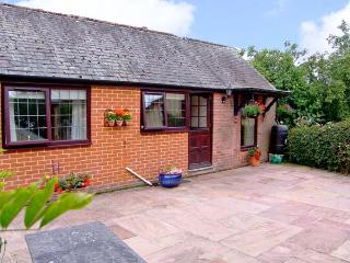 THE COTTAGE, romantic, country holiday cottage, with a garden in Beaulieu, Ref 9270