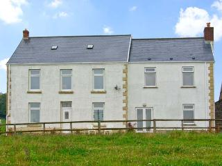 TY LLWYD FARM COTTAGE, family friendly, with a garden in Pontlliw, Ref 5199, Pontardulais