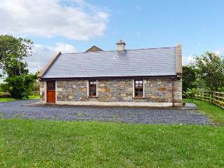 CREEVY COTTAGE, family friendly, character holiday cottage, with a garden in Cliffoney, County Sligo, Ref 7958