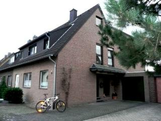 Vacation Apartment in Kerpen - 915 sqft, bright rooms, completely furnished, underfloor heating, well-furnished…