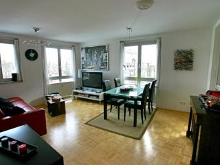 LLAG Luxury Vacation Apartment in Munich - 570 sqft, new and modern furnishings, high-quality furniture,…