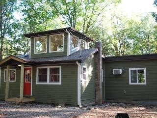 Luxury Secluded Cabin on 6 Private Acres, Woodstock