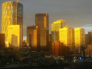 EXQUISITE DOWNTOWN & RIVER VIEWS FURNISHED CONDOS, Calgary