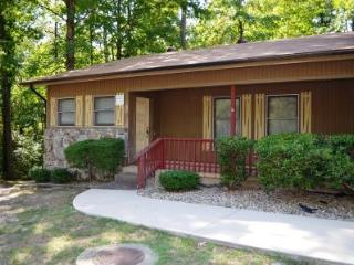 24OranPl Coronado Courts | Townhome | Sleeps 6 - Arkansas vacation rentals