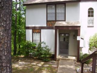 149LaViLn | DeSoto Courts | Townhome | Sleeps 4, Hot Springs Village