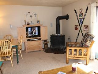DVW306I Affordable Condo w/ Fireplace, King Bed, Clubhouse, Dillon