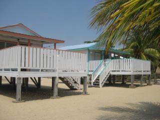 Tri Tan Beach Cabanas, Placência
