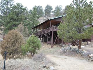 Mountain Hall- Big porch,  HUGE 2 story great room, Estes Park
